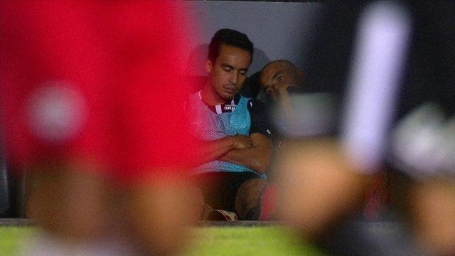 Emerson Sheik tirou um cochilo no banco de reservas do Corinthians? Checamos!