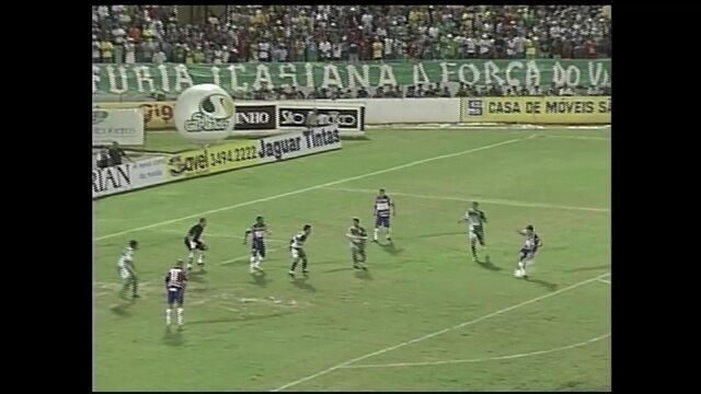 Gols do Osvaldo: atacante marca sobre o Icasa na final do Cearense de 2008, no Romeirão