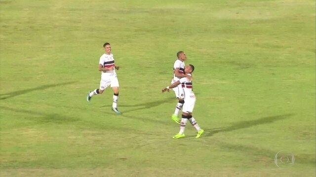 Santa Cruz vence CRB, de virada, pela Copa do Nordeste, no Arruda