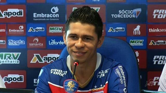 Osvaldo é apresentado oficialmente pelo Fortaleza