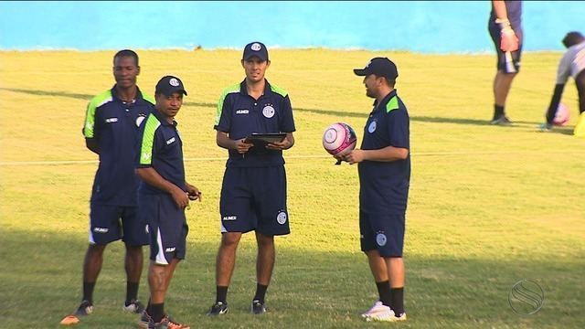 Luizinho Lopes comando treino no Sabino Ribeiro