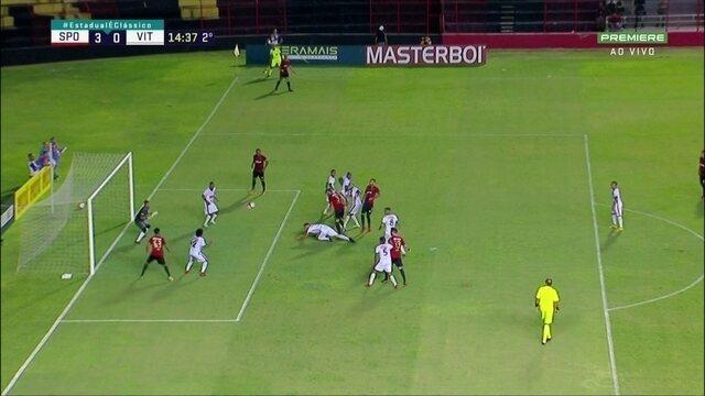 Aos 14 do 2º, Ronaldo Alves, livre, dá de cabeça para fora, perdendo chance para Sport