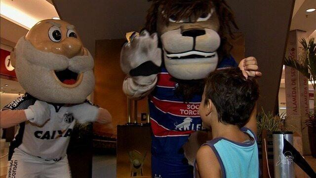 Mascotes de Fortaleza animam crianças