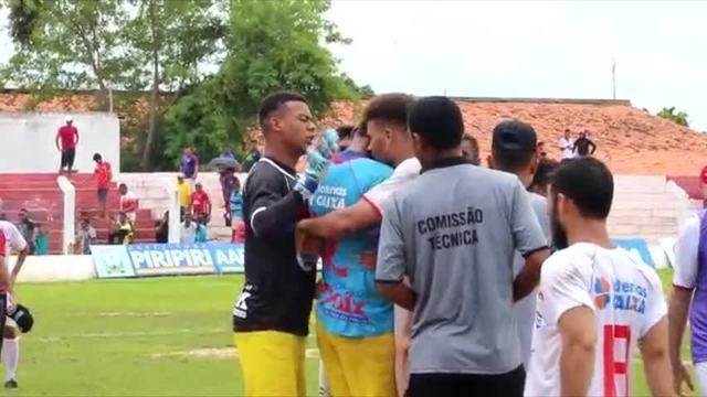 Goleiro do Piauí vai às lágrimas depois de defender pênalti nos acréscimos
