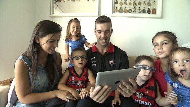 Campeão do desafio de habilidade, Murilo Becker mostra a rotina com a esposa e os 5 filhos