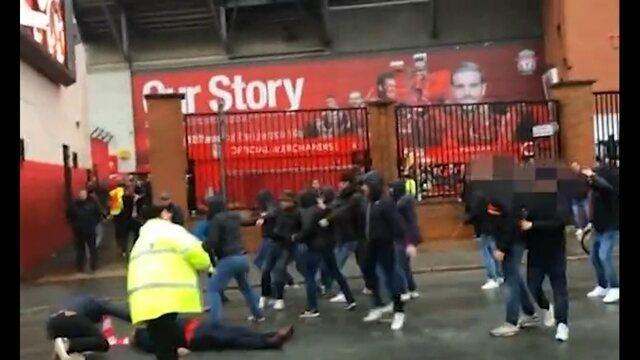 Briga entre torcedores de Roma e Liverpool deixam irlandês gravemente ferido