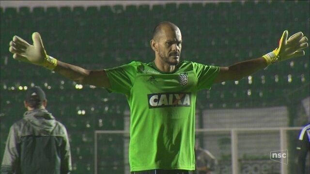 Por 100% na Série B, Figueira recebe adversário de noite em que goleiro pegou táxi