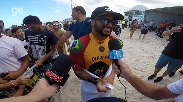 Ítalo Ferreira avança de fase em Saquarema