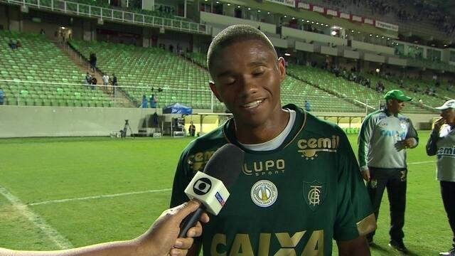 """Juninho celebra o gol com passe de Rafael Moura: """"Eu fui feliz"""""""