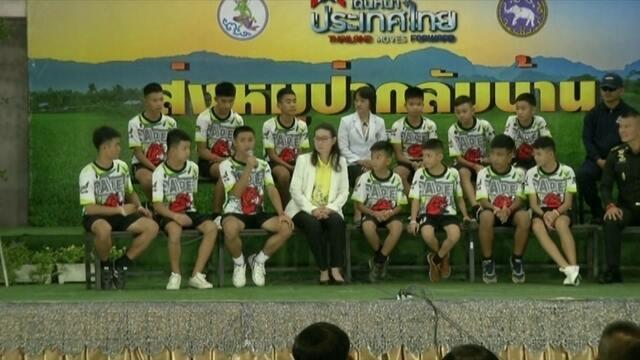 Meninos que passaram duas semanas em caverna na Tailândia têm alta e relatam experiência