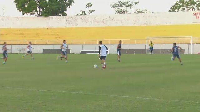 Após cumprir suspensão, Alfredo pode voltar ao time titular do Atlético-AC contra o Cuiabá