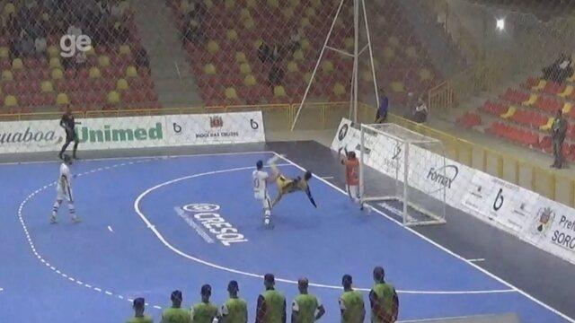Golaço! Falcão mata no peito e marca de bicicleta pela Liga Paulista; vídeo