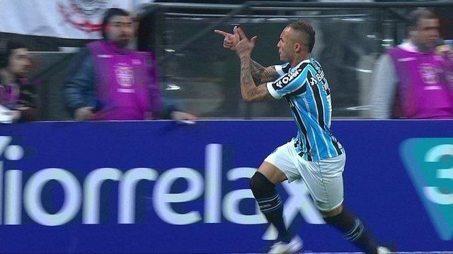 O gol de Corinthians 0 x 1 Grêmio pela 19º rodada do Campeonato Brasileiro