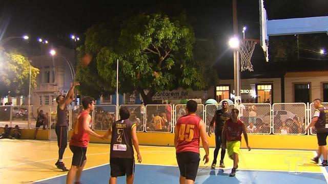 9º Torneio '3x3' de basquete movimenta equipes na quadra na orla de Santarém
