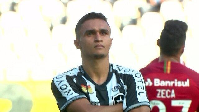 O gol de Botafogo 1 x 0 Internacional pela 35ª rodada do Brasileirão 2018