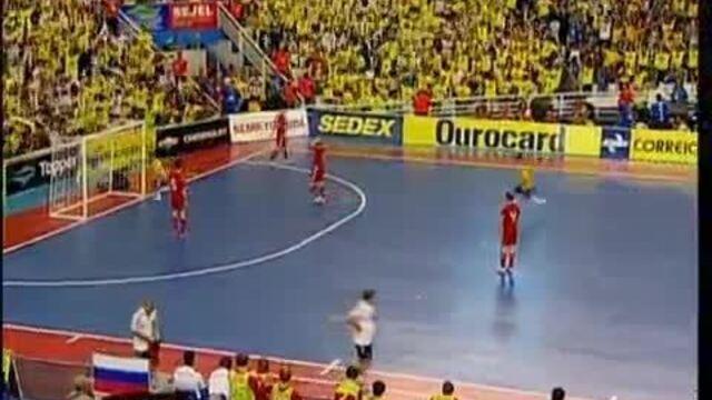 Veja golaço de peito de Falcão pela seleção brasileira de futsal