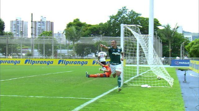 Gol do Palmeiras! Marcus Melone cruza, e Papagaio abre o placar, aos 8' do 1 tempo