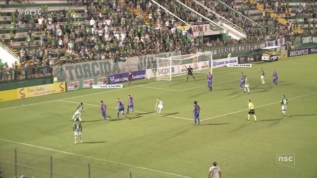 Chapecoense faz gol no último minuto e vence o Marcílio Dias