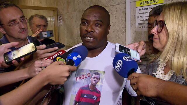 Pais de vítimas do Ninho do Urubu saem indignados de reunião com dirigentes do Flamengo