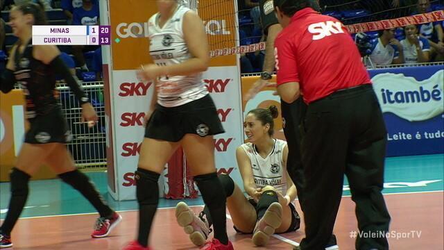 Mari Aquino sofre lesão feia em partida contra o Minas pela Superliga de vôlei feminino