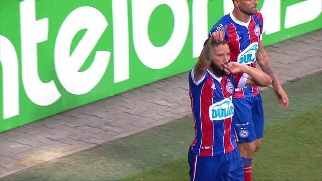 Gol do Bahia! Arthur Caíke recebe na frente e toca na saída do goleiro aos 24 do 1º tempo