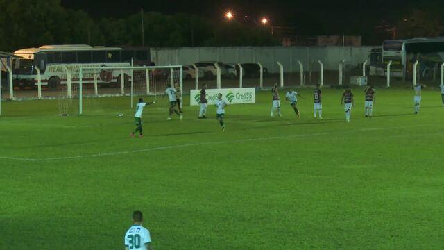 Gol do Manaus, aos 30 minutos do segundo tempo, com o Igor, camisa 02