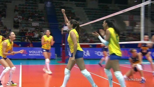 Orro erra levantamento, Bia bloqueia, e Brasil vira - 1º set - 4 x 3