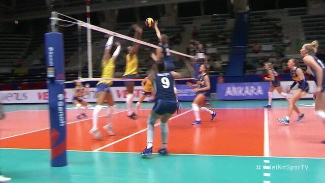 Alberti explora o bloqueio brasileiro e encerra rali - 1º set - Brasil 1 x 3 Itália
