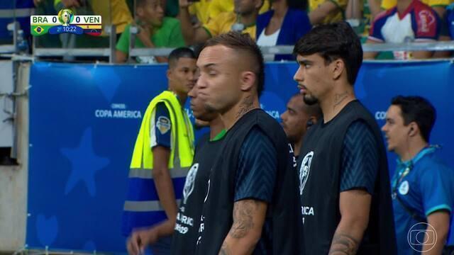 """Tino Marcos informa substituição no Brasil, e Galvão Bueno reage: """"Hã?"""""""