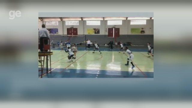Sem clube, Richarlyson vira líbero de time de vôlei no interior de São Paulo; vídeo