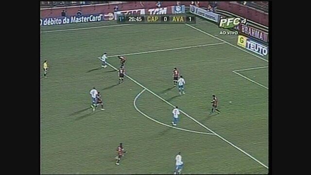 Com gols de William e Muriqui, Avaí surpreende o Athlético em Curitiba