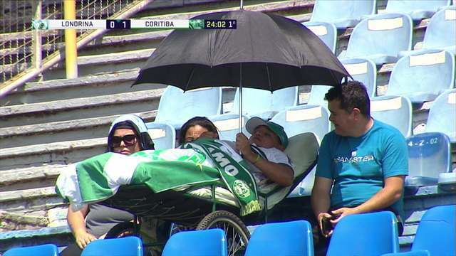 Tudo pelo Coxa! Sr Jairton, aos 52 anos e com deficiência física, marca presença para ver o Coritiba