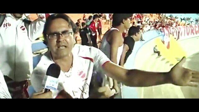 Re-Meme: chinelada, terceira divisão e invasor... vimos um jogo do Vila Nova com os torcedores-meme