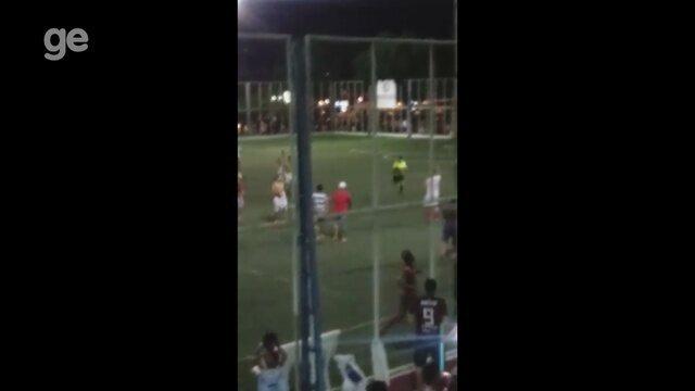No Amapá, jogadores e torcedores tentam agredir árbitro que se esconde em banheiro