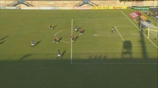 Gol do São Bento! Paulinho Bóia lança Zé Roberto que bate de primeira, aos 15 do 2º tempo