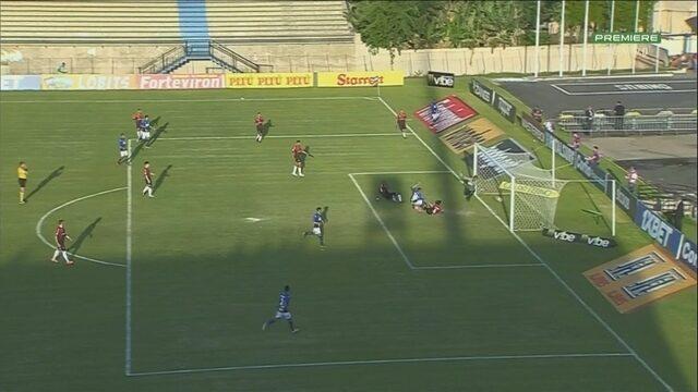 Gol do São Bento! Mansur cruza da direita e Héverton faz contra, aos 28 do 2º tempo