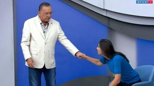 Galvão Bueno pede desculpas à repórter Nadja Mauad durante Bem, Amigos