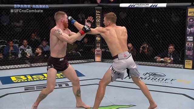 Melhores Momentos de Paul Felder x Dan Hooker no UFC Auckland, em 22/02/2020