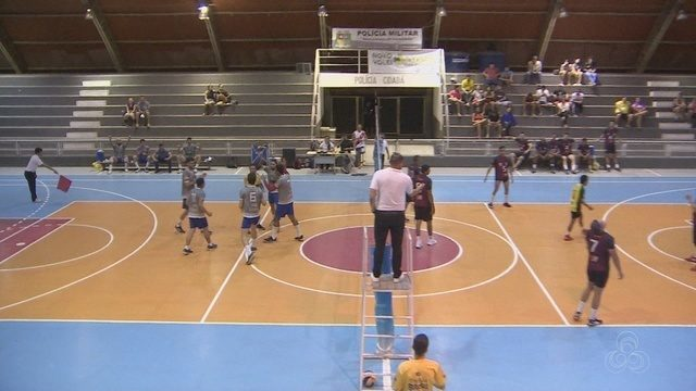 Finais do estadual masculino e feminino de vôlei iniciam no Amapá