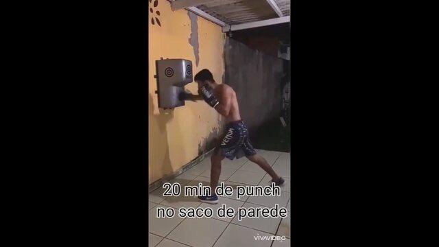 Thomas Bryan, de 21 anos, adaptou rotina de treinamentos de MMA em casa