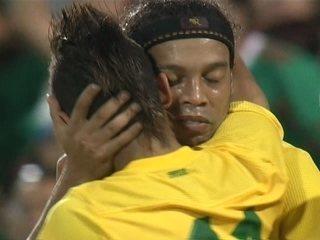 Craque é aquele que decide. E se todos cobravam o retorno de Ronaldinho  Gaúcho como protagonista na Seleção Brasileira 183dbb7f37c44
