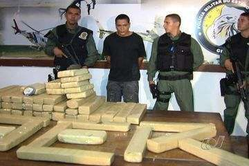 Military Police pose with 100 kilos of pot man claims was 'for personal use' in Goiania 04 November 2011