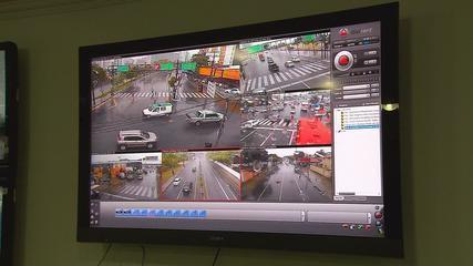 Recife is installing high definition traffic cameras around the city, replacing old fixed cameras with new ones which will rotate 360 degrees