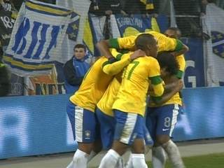 Graças a gol contra, Brasil vence a Bósnia no primeiro desafio de 2012