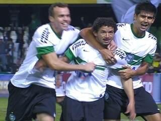 e6bbe860927f8 A expectativa sobre Alex era grande na partida do Coritiba com o  Atlético-MG. O camisa 10 comemorava sua volta ao Brasileirão após dez anos  e ainda tinha a ...