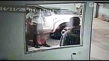 Policial é preso após dar 'carteirada' e sacar arma para retirar carro no Rio