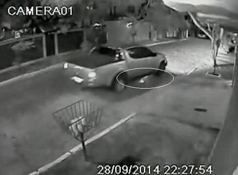 Motorista atropela, arrasta ciclista por cerca de 3 km e foge em Cabo Frio, RJ