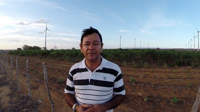 'O vento me dá dinheiro', diz dono de fazenda com torres de energia eólica