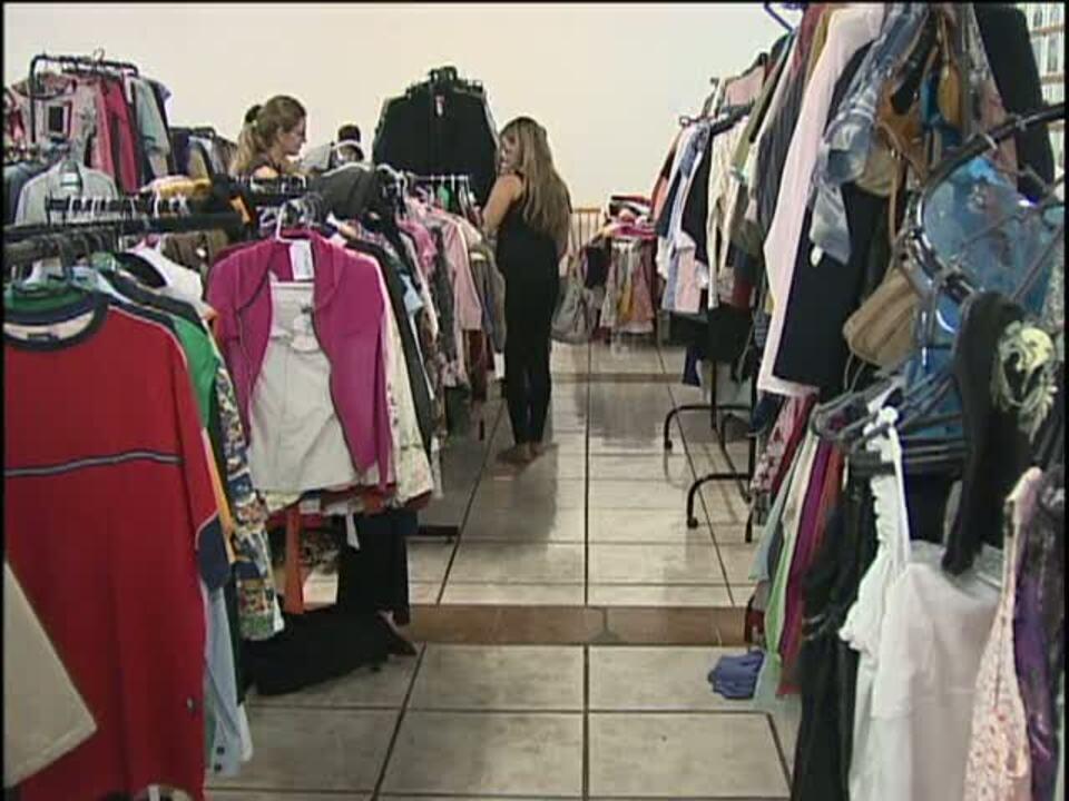 3662012464a Bazar de roupas usadas destina dinheiro para o Hospital do Câncer - G1  Paraná - vídeos - Catálogo de Vídeos