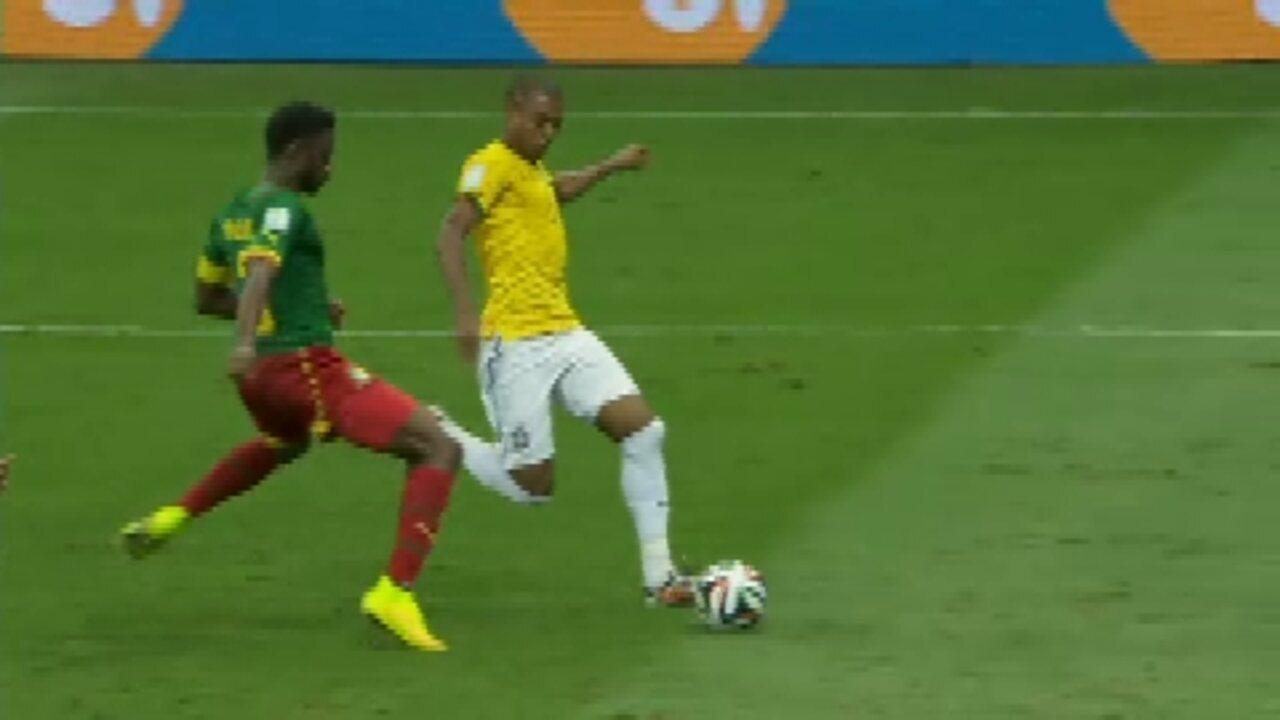 Fernandinho muda a cara da Seleção Brasileira no segundo tempo contra  Camarões - GloboNews – Jornal GloboNews - Catálogo de Vídeos 0b778efcb16cd